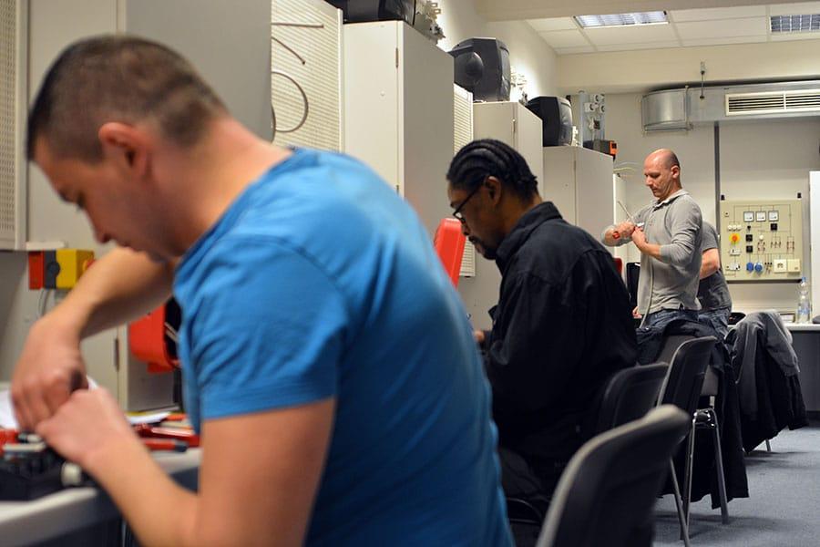 Ausbildung Elektroniker IHK by Braintop Fortbildung Weiterbildung Ausbildung in Köln
